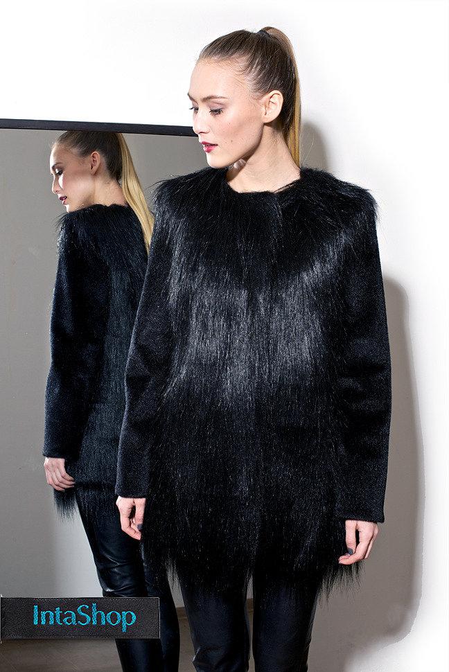 Черное пальто из комбинации  ламы и нерпы. Искусственный мех